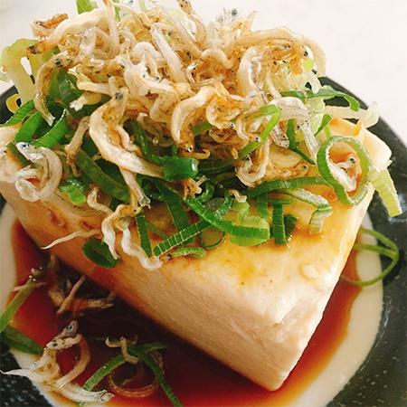 駿河湾深層水使用の絹豆腐 【自然の味そのまんま】の中身画像