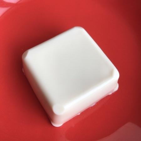 セブンプレミアム 北海道産大豆濃い絹 【セブンイレブン】の中身画像