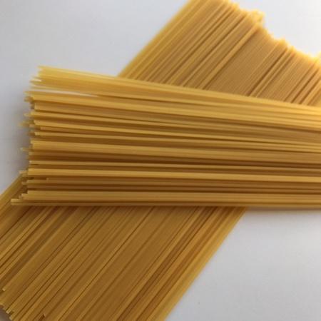 デュラム小麦セモリナ100%使用 スパゲティ 1.6mm 【ファミリーマート】の中身画像