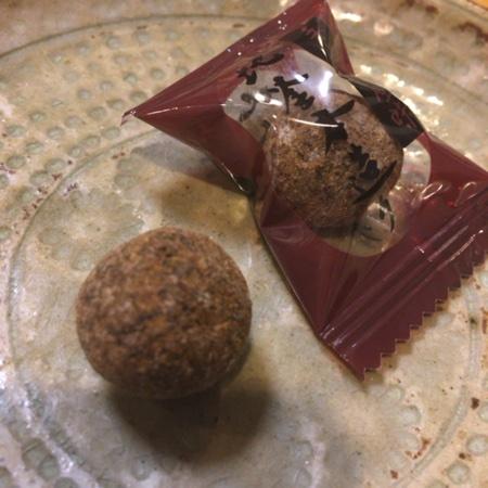 沖縄八重山黒糖飴 100g 【井関食品】の中身画像