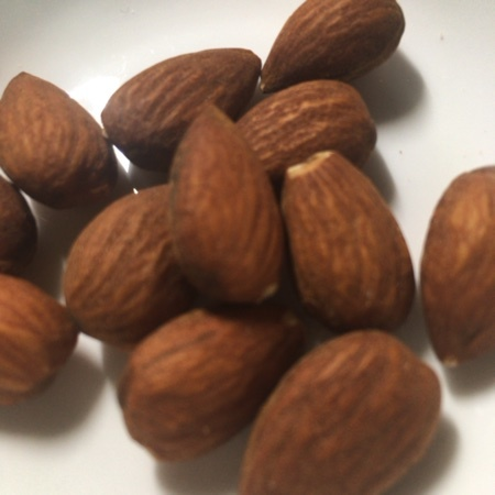 THE NUTS アーモンド 【サムインターナショナル】の中身画像