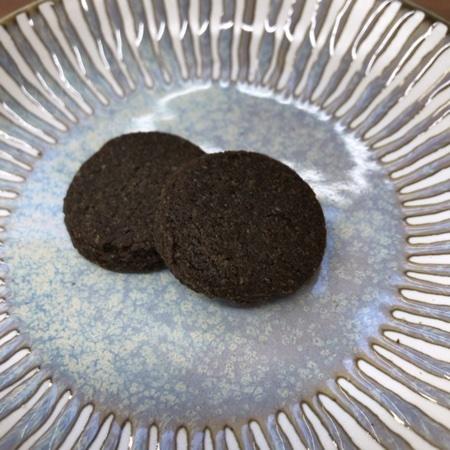 国産米粉クッキー 黒ごま 【南出製粉所】の中身画像