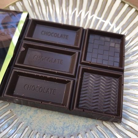 トップバリュ 70%カカオブラックチョコレート 【イオン】の中身画像