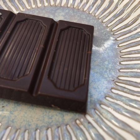 フェアトレードチョコレート ビター レモンピール 【ピープルツリー】の中身画像
