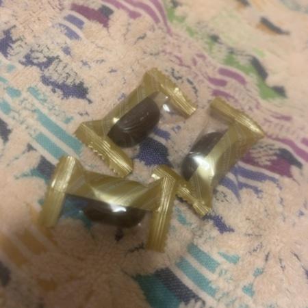 みなさまのお墨付き 香ばしいアーモンドチョコレート 【西友】の中身画像