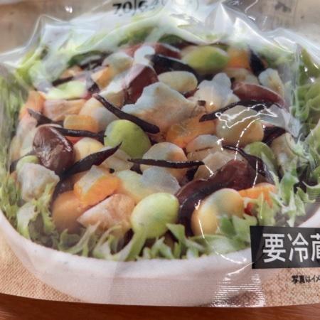 セブンプレミアム チキンと豆のサラダ 【セブンイレブン】の中身画像