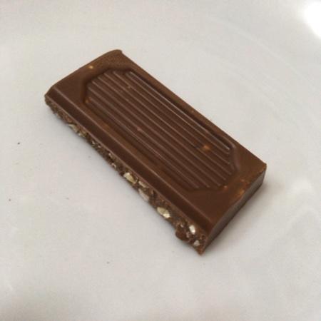 フェアトレードチョコレート レーズン&カシューナッツ 【ピープルツリー】の中身画像