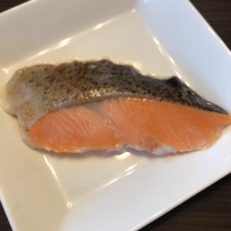 トップバリュ 骨取り鮭の塩焼き 【イオン】の中身画像