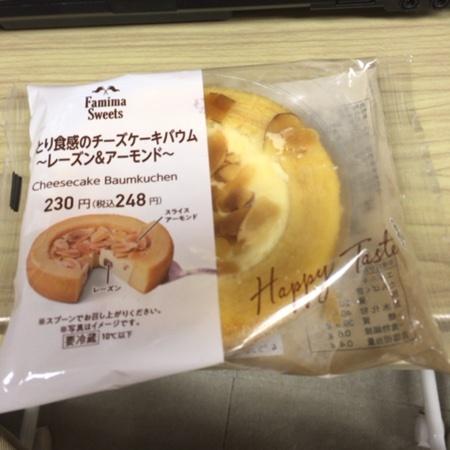 しっとり食感のチーズケーキバウム レーズン&アーモンド 【ファミリーマート】のパッケージ画像