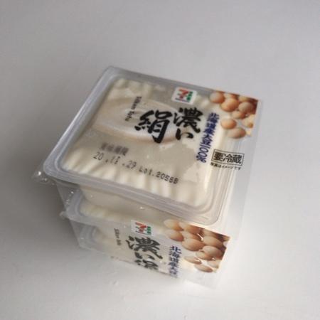 セブンプレミアム 北海道産大豆濃い絹 【セブンイレブン】のパッケージ画像